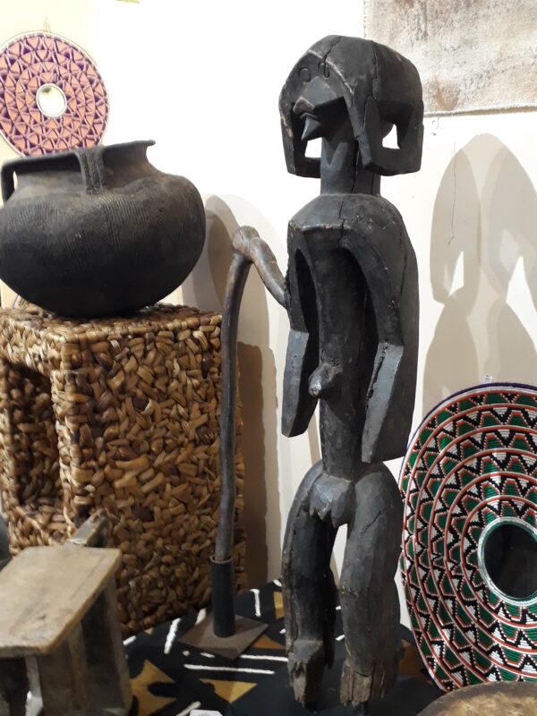 Figura Mumuye de madera
